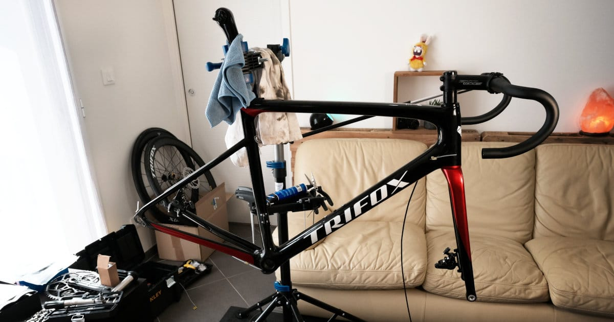 montage vélo route carbone trifox x16